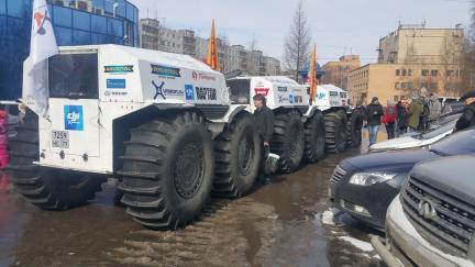 Старт экспедициина площади дружбы народов из Архангельска
